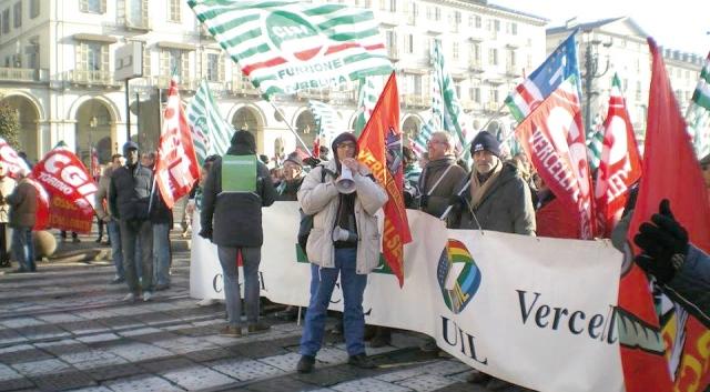 La manifestazione in piazza Vittorio a Torino