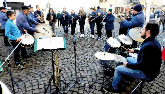 """FONTANETTO PO: Santa Cecilia con la Banda """"Viotti"""""""
