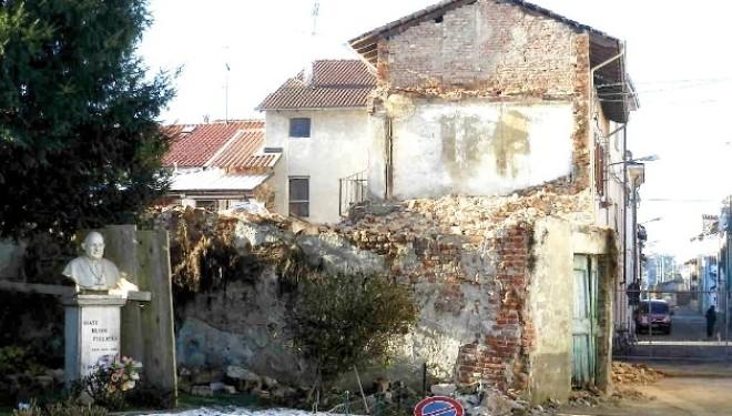 PALAZZOLO: Sono iniziati i lavori di demolizione della pericolante casa Borgarello