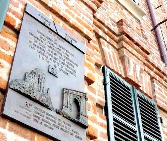 lapide sulla facciata di Palazzo Tesio