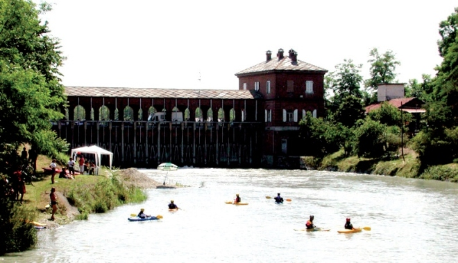 Canoisti nel primo tratto del Canale Farini
