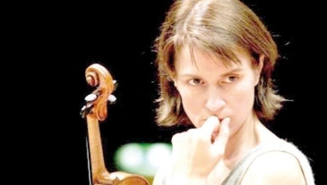 Sabato 25 gennaio – Vercelli: Viktoria Mullova suona Mendelssohn Bartholdy e Mozart