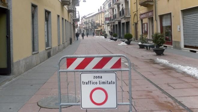 SANTHIÀ: Dibitonto: «Gli affari sul corso sono calati del 30%. Riapriamo la Ztl al traffico per almeno due mesi»