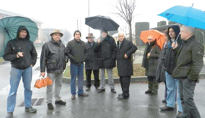I residenti nella zona hanno chiamato i Vigili Urbani per far rilevare i miasmi