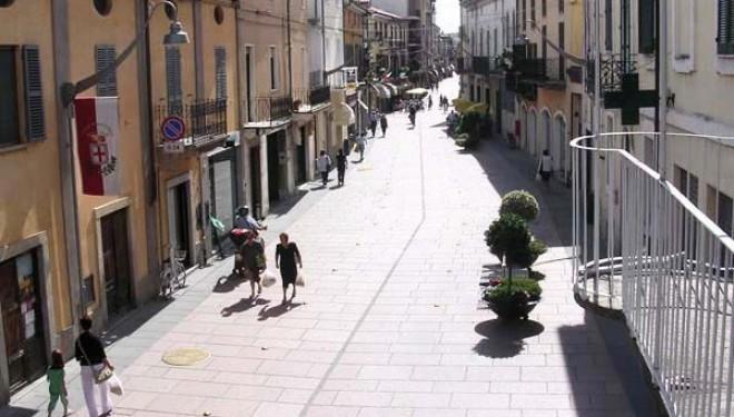 SANTHIÀ: In corso Nuova Italia chiudono altri negozi