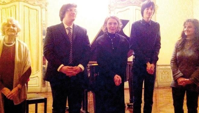 """Gli allievi pianisti della """"Vallotti"""", di Vercelli, applauditi al Circolo della Stampa"""