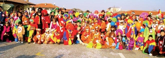 Il gruppo mascherato dell'Oratorio tronzanese al Carnevale 2013