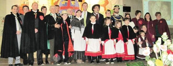 Lòlo e Lòla con il gruppo carnevalesco