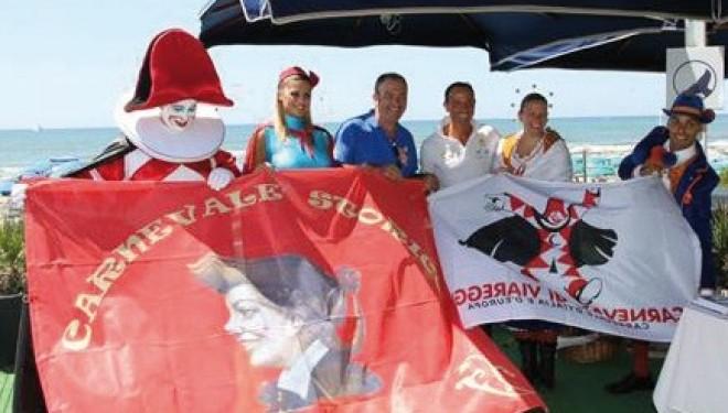 SANTHIÀ: Domenica al Carnevale di Viareggio