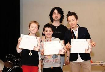 Federico Gioia, Andrea Matteia e Luca Pagliero con il loro insegnante