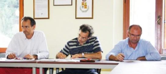 Il sindaco Mirco Rosso con il vicesindaco e il segretario comunale