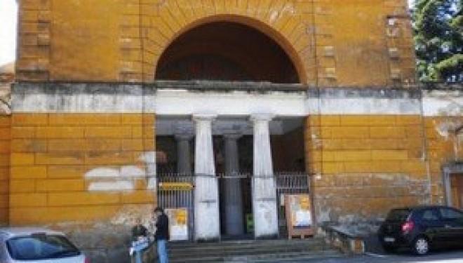 SANTHIÀ: Il tetto dell'Auditorium sta per crollare Previsto un intervento da 50 mila euro