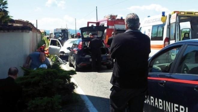 """LIVORNO FERRARIS: Con l'auto contro il muro del """"conventino"""""""