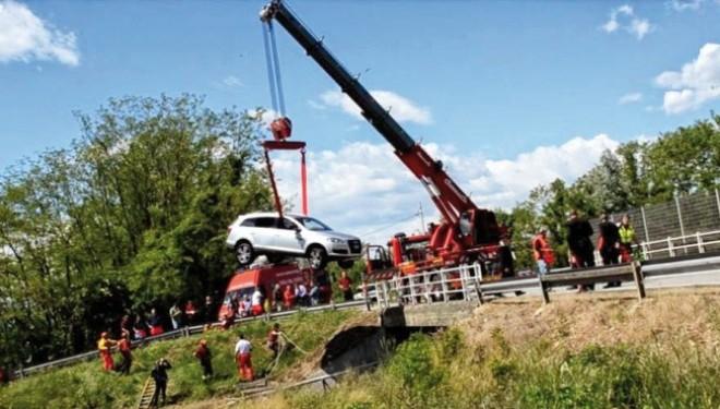 SALUGGIA: Giù con l'auto nel Canale Depretis: idraulico 43enne muore annegato