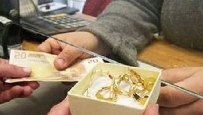 """Crescentino: Badante rubava i gioielli all'anziana e poi li rivendeva a un """"compro oro"""""""