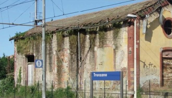 Tronzano: Il sindaco scrive alle Ferrovie: «Si intervenga per mettere fine al degrado e alla desolazione»