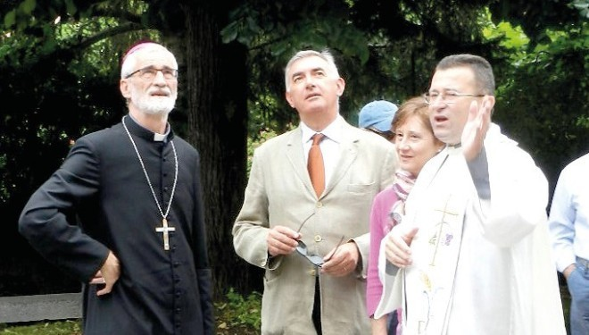Accorato appello di don Edoardo ai fedeli: «Fate tutti un obolo per il nuovo oratorio»