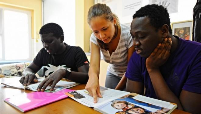 Migranti, «piuttosto che lasciar campo libero ai privati… è meglio trovare un accordo tra Comuni e Prefettura»
