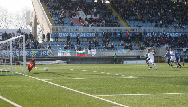 Pro: a Novara un punto (e un rigore parato)